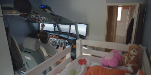 Dans sa Google Stories, Laurent Aigon raconte sa passion de l'aéronautique et comment il a réussi à reproduire un simulateur de Boeing 737 grâce au web